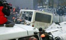Sadursmēs Kijevā ievainoti vismaz 35 žurnālisti