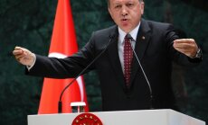 Erdogans vēlas ES un Turcijas bezvīzu režīmu līdz oktobrim
