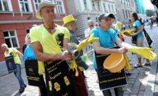 Foto: Maļot aknas, pie Saeimas vērš uzmanību kompensējamo zāļu pieejamības problēmai