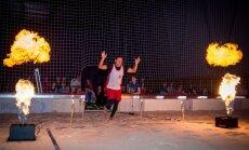 Foto: 'Staro Rīga' laikā nakts turnīrā 'staro' pludmales volejbolisti
