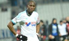Slavenās Marseļas 'Olympique' fani protestē pret komandas blāvajiem rezultātiem