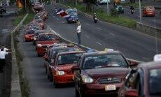 Foto: Kostarikā tūkstošiem taksometru šoferu protestē pret 'Uber'