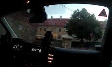 Video: Piedzēries motociklists Vecrīgā bēg no policijas