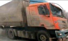 Video: Krievijā kravas automašīna ar salauztām bremzēm taranē 15 transportlīdzekļus