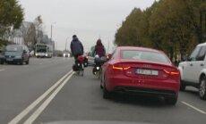 ВИДЕО: А что такое ПДД? Велосипедисты грубо нарушают правила в центре Риги