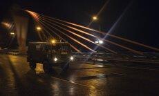 Foto: 'Namejs 2018' militārās tehnikas pārvietošanās pa naksnīgo Rīgu