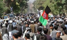 Afganistānā vietējā bruņoto grupējumu līdera aizturēšana izraisa vardarbīgus protestus