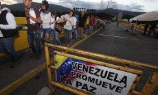 Tūkstošiem krīzes nomocītās Venecuēlas iedzīvotāju dodas iepirkt pārtiku Kolumbijā