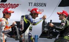 Valentino Rosi izcīna pirmo uzvaru trīs gadu laikā
