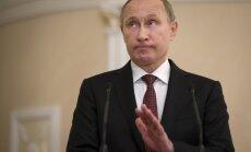 Krīze nesaudzē nevienu: Putins samazina savu algu