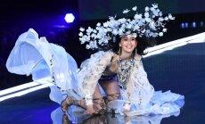 Modele 'Victoria's Secret' šovā piedzīvo pašu ļaunāko misēkli