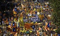 ФОТО: Сотни тысяч каталонцев вышли на улицы в поддержку арестованных политиков