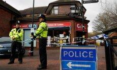 Lielbritānijas policija par Skripaļu saindēšanu turot aizdomās divus vīriešus