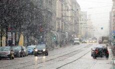 Svētdienas rītā snieg, Kurzemē arī līst