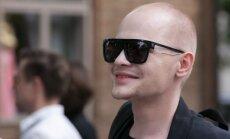 ФОТО: Модель и блогер Ярослав Барышников стал продавцом в киоске