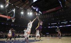 Porziņgim pietrūkst vienas atlēkušās bumbas līdz 'double-double'; 'Knicks' zaudē 'Lakers' basketbolistiem