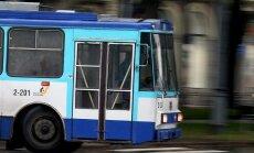 Latvijā par padomju laikiem atgādina 15.trolejbuss, uzskata ukraiņu studenti Rīgā