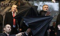 'Samta revolūcijas' 25. gadadienā Čehijas prezidentam met ar olām