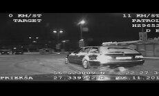Video: Policija šaujot noķer agresīvu BMW vadītāju Rēzeknē