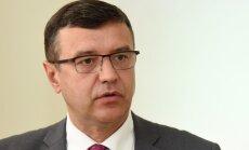 Pati ministrija neatbalsta savu ierosinājumu nemaksāt par pirmajām trīs slimības dienām