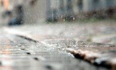 Otrdien Latvijā turpinās ilgstoši līt; vakarpusē snigs