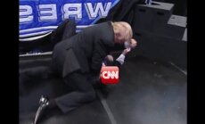 Tramps ietvīto video, kurā 'piekauj' CNN