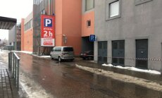 Jaunas problēmas piemeklējušas flīžu 'atlēkšanu' piedzīvojušo tirdzniecības centru Jelgavā