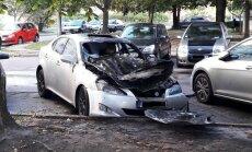 Foto: Ceturtdienas rītā Imantā nodeg 'Lexus'