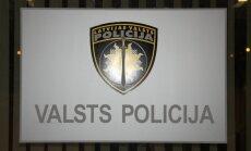 Policistei piemēro aizrādījumu par transportlīdzekļa izrotāšanu ar Krievijas karodziņu
