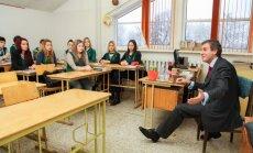 Baņķieris Iļja Mitelmans iedvesmo skolēnus nezaudēt zinātkāri un vēlmi izprast