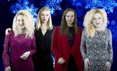 Video: Latviešu meitenes parodē grupas 'Steklovata' mega hītu 'Novij God'