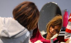 Halle Berija mākslas galerijā pieķerta bez grima