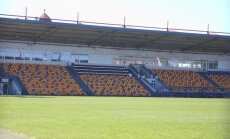 Foto: 'Skonto' stadionā atgriežas krēsli, daudz spožāki un krāšņāki