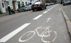 Iesniedz 2500 parakstus par sabiedriskā transporta un velojoslu izveidi Brīvības ielā