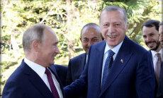 Krievija piekāpjas Turcijai – atceļ Idlibas operāciju