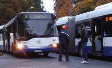ФОТО: В Межциемсе столкнулись два автобуса Rīgas satiksme