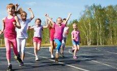 Kā motivēt bērnus sportot: noslēpumos dalās olimpietis un daudzbērnu tēvs Mārtiņš Pļaviņš