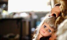 Bāriņtiesa Babītē mātei ar varu atņem bērnus par 'nepaklausību' likumam