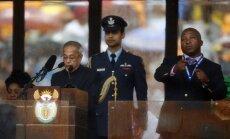 Mandelas piemiņas pasākuma 'viltus tulkam' pareizas zīmes traucējuši rādīt eņģeļi