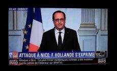 Olands par trim mēnešiem pagarina ārkārtas stāvokli Francijā