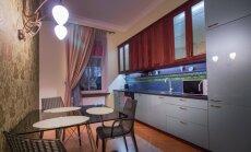 Virtuve un ēdamistaba vienuviet: dažādas iekārtojuma idejas Latvijas dzīvokļos