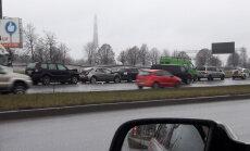 Divās avārijās Krasta ielā iesaistīti deviņi auto