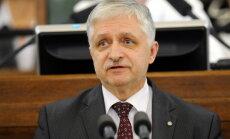 Saeimas deputāti pieliek punktu nodokļu reformai. Video tiešraide