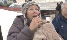 Video: Dramatiska suņu glābšanas operācija uz ledaina dīķa Masačūsetsā