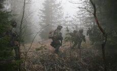 Video: Kā mācībās 'Gaisa vanagi' Mārcienā trenējas karavīri un zemessargi