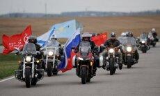 Foto: 'Night Wolves' brauciena dalībnieki apciemo kara memoriālu Baltkrievijā