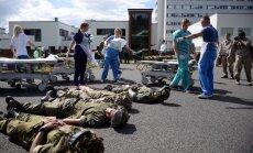 Foto: 'Gaiļezerā' nogādā cietušus ASV karavīrus. Kā norisinājās pirmās militārās mācības Latvijas slimnīcā