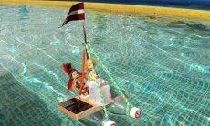 Foto: Latvijas skolēni 'Saules kausā' sacenšas braukšanā ar pašdarinātām laivām un mašīnītēm