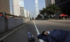 Vairums Honkongas demonstrantu izklīduši; piektdien notiks sarunas ar valdību