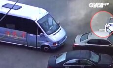 Video: Mikriņa vadītājs Ukrainā varonīgi bloķē spēkratu noziedzniekam, kurš nošāvis policistus